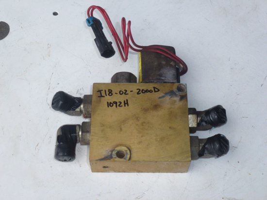 Picture of 3WD Selector Valve Traction Control 104-3872 Toro Mower 2000D Reelmaster 104-4030 104-4033