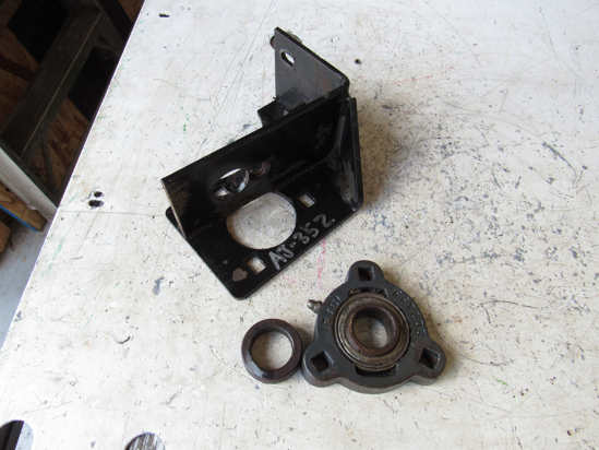 Picture of Toro 76-2460 83-4970-03 4WD Shaft Bearing Carrier 5200D Reelmaster