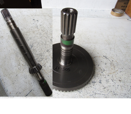 Picture of John Deere DE19414 DE19371 Pinion Gear & Shaft Set 995 Disc Mower Conditioner MOCO
