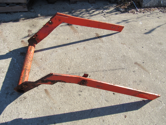 Picture of Kubota 75556-57400 Center Brace Bracket to LA680 Front Loader 75556-57402