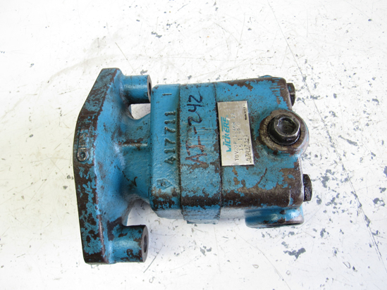 Picture of Bobcat 6598822 Hydraulic Vane Pump Vickers TDV20P 10A6H 12