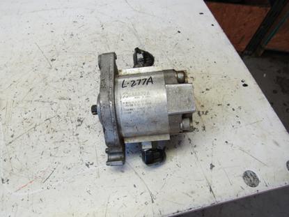 "Picture of John Deere TCA17718 Hydraulic Reel Motor for 5"" Reels 7500 8500 Mower TCA22474"