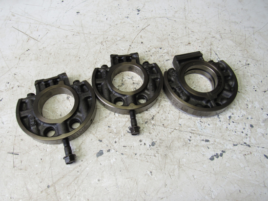 Picture of Kubota 16292-07095 1G700-07040 1G700-07050 Main Bearing Case Wheels to certain D1305