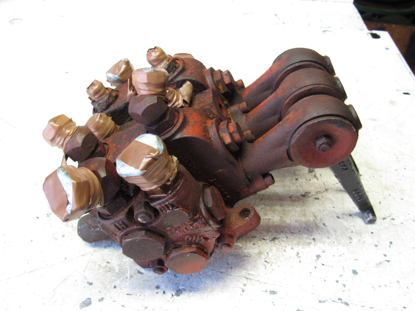 Picture of 3 Spool Hydraulic Control Valve 155-642 to certain Ditch Witch R40 Trencher