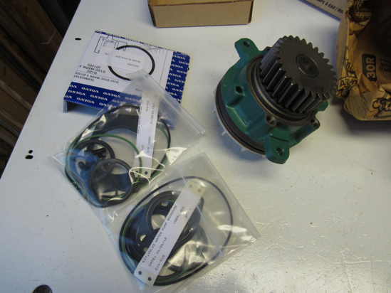 Picture of Reman Old Stock Genuine Volvo Remanufactured 85000786 Water Pump