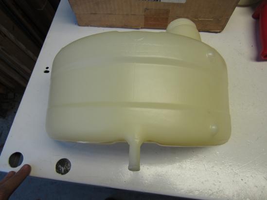 Picture of Unused Old Stock Genuine Mack 25133601 76MF516M Coolant Tank Bottle