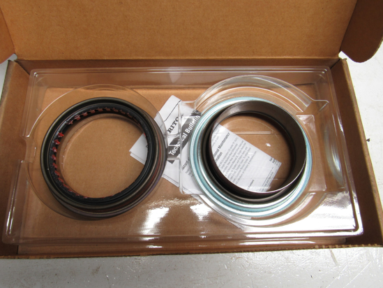 Picture of Unused Old Stock Meritor 8235-A11205Y2729 A11205Y2729 Seal Kit