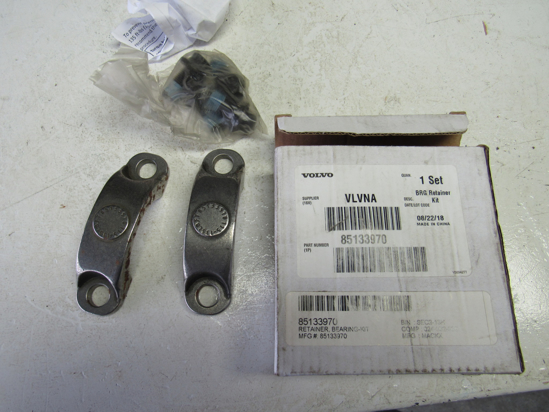 Picture of Unused Old Stock Volvo 85133970 Bearing Retainer Kit (SOME RUST)