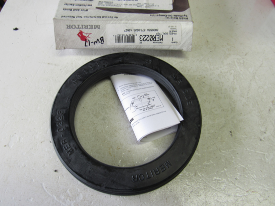 Picture of Unused Old Stock Genuine Meritor MER0223 Seal MER-0223 373-0223