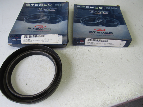 Picture of 2) Unused Old Stock Stemco 373-0144 Seals Voyager