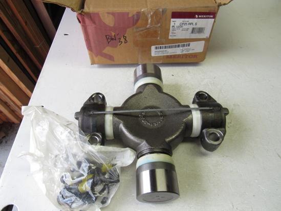 Picture of Unused Old Stock Genuine Meritor CP25RPLS CP25-RPLS International 2502922C91 U-Joint