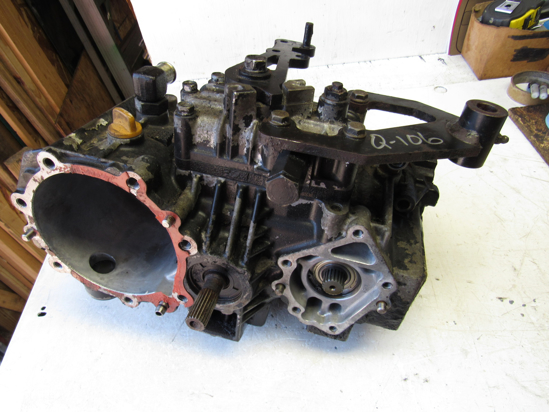 Picture of John Deere AM880756 Hydrostatic Pump Motor Valve in Center Case Housing 1445 Mower AM881266