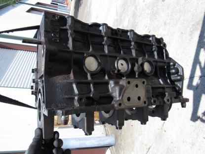 Picture of Cylinder Block Crankcase NEEDS WORK off 2002 Isuzu D201 ThermoKing Diesel Engine