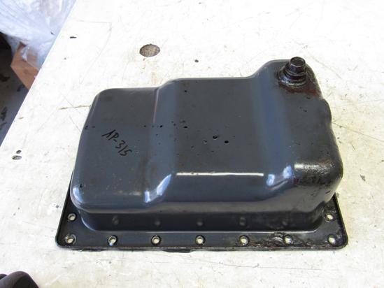Picture of Oil Pan Sump off 2006 Kubota D1105-ES02 Toro 104-3495